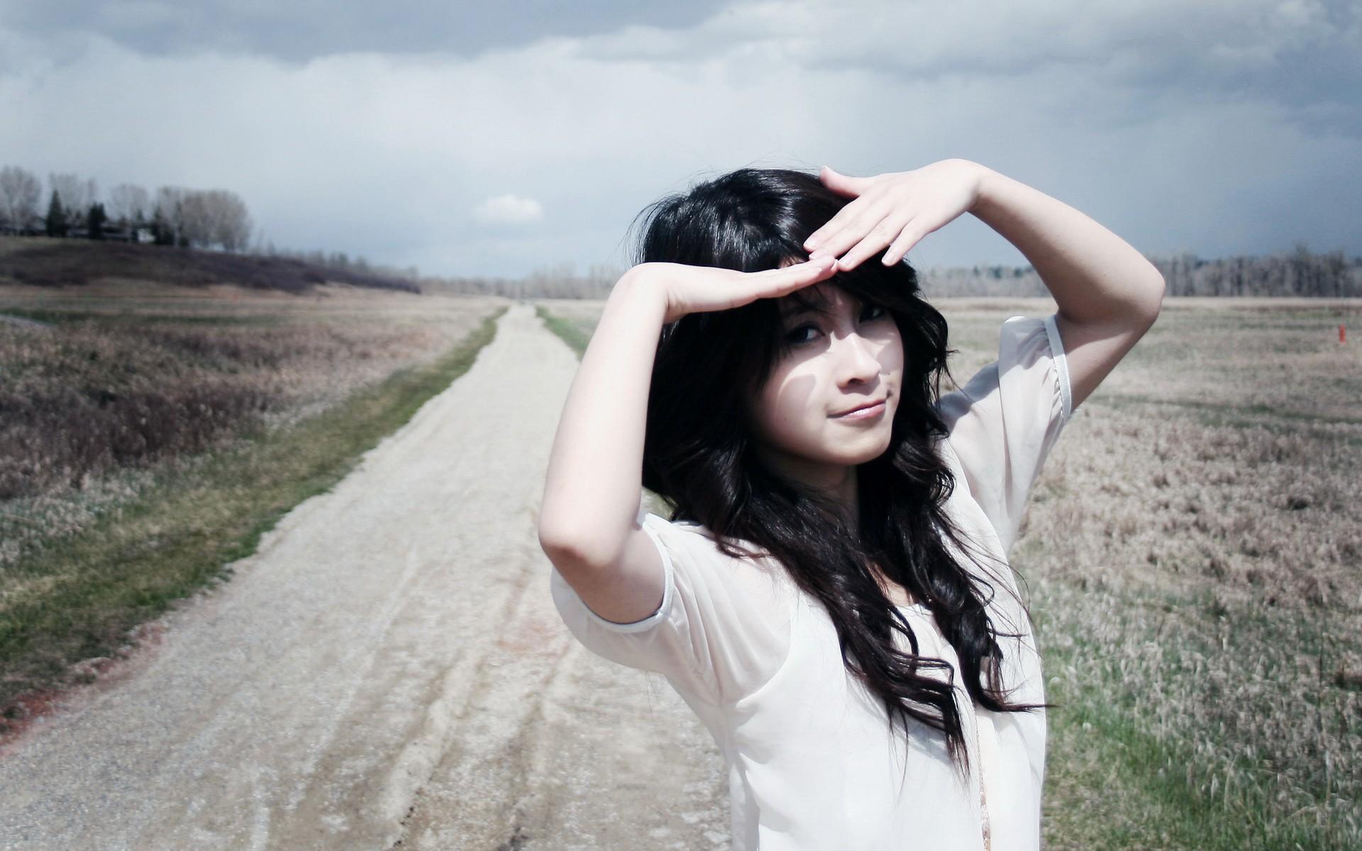 Фото девушки в разных местах 14 фотография
