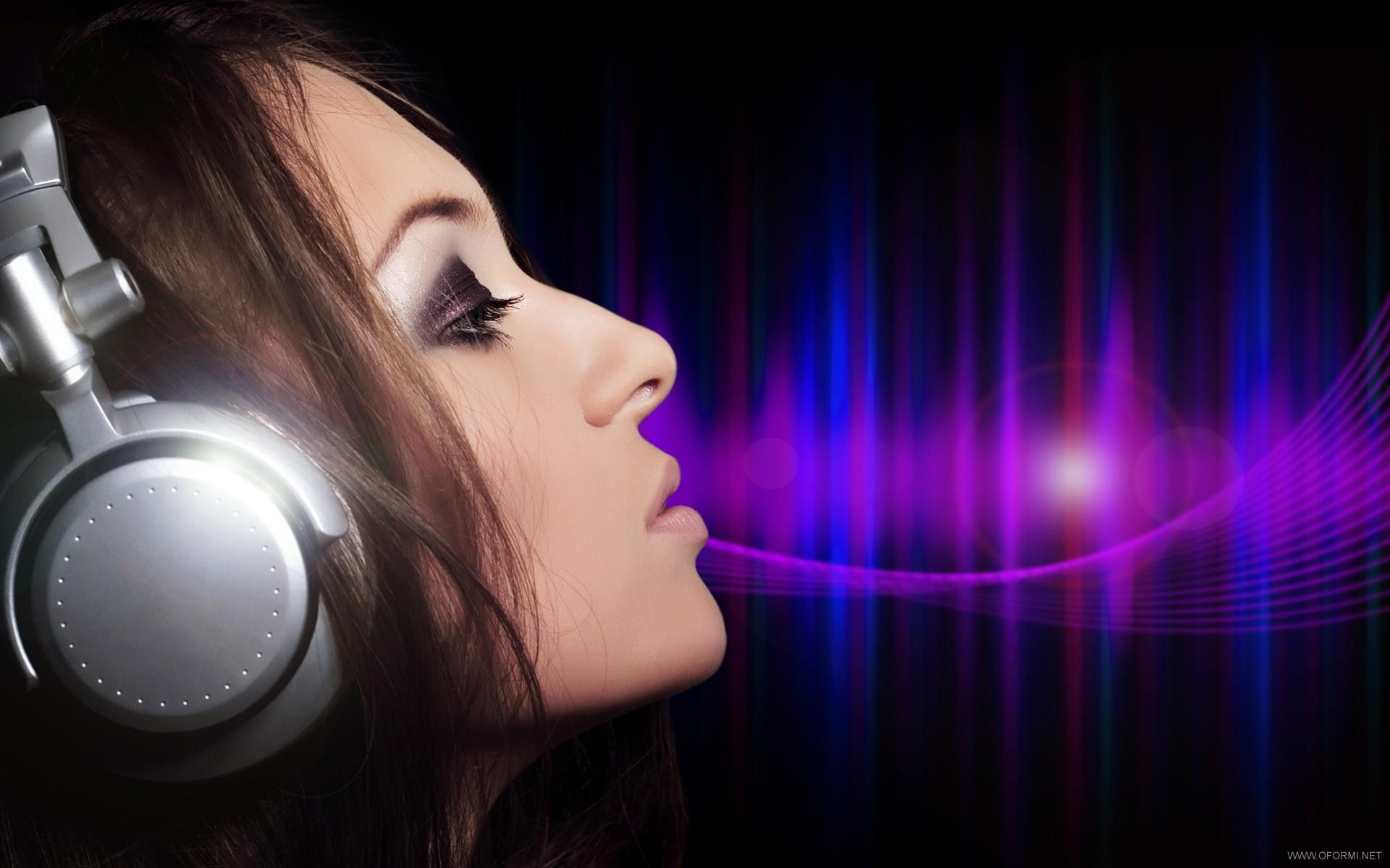 Фото красивых девушек с музыкой